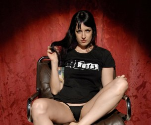 Irina Vega, une pornstar au naturel en Super Show