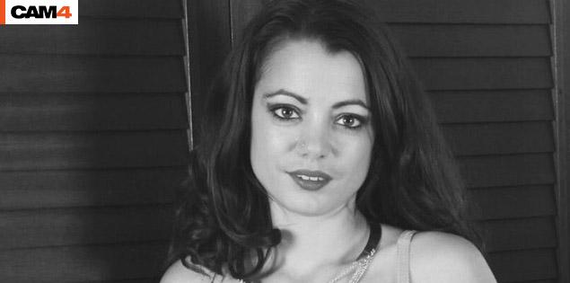 KyaraLiberta, une nouvelle webcam hot accro au sexe !