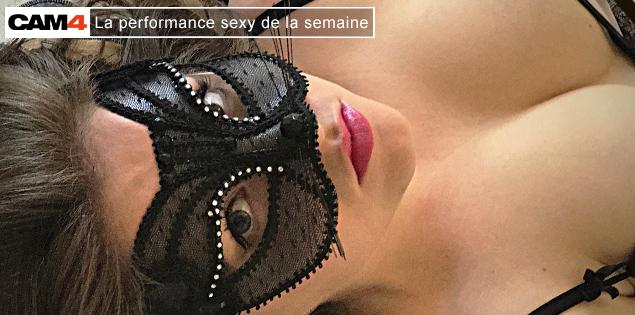 La performance sexy de la semaine (40) : kalisy45, la bi curieuse s'exhibe en webcam adulte!